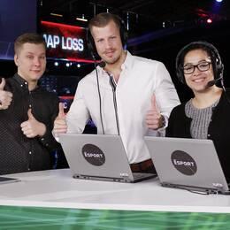 """Programledaren Petter Sjöstrand med expertkommentatorerna Fredrik """"JAEGARN"""" Andersson och Mayra """"Ipsa"""" Perez."""