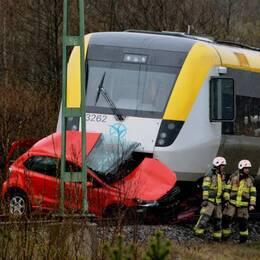 Här fastnade bilen innan den blev påkörd av tåget vid en korsning i Stenungsund.