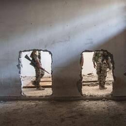 Syriska oppositionsstyrkor i Raqqa efter att staden fritogs från IS.