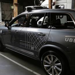 Uber har stoppat sina projekt med självkörande bilar i Tempe, Pittsburgh, San Francisco och Toronto efter dödsolyckan.