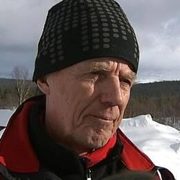 Staffan Lindberg är ordförande i Åre fjällsäkerhetsförening och han är mycket kritisk till att fjällräddarna larmades ut så sent på söndagen.