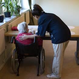 Kommunerna får inte välja bort hemtjänstpersonal med utländsk härkomst, enligt DO:s tillsyn.
