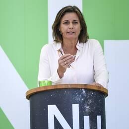 Isabella Lövin (MP) håller tal i Almedalen.