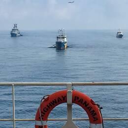 Reling, livboj med texten Highway panama, skepp, flygplan