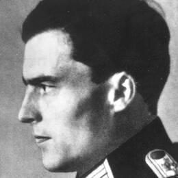 Den tyske officeren Claus Schenk Graf von Stauffenberg genomförde ett misslyckat attentat mot Adolf Hitler den 20 juli 1944.
