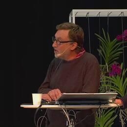Janne Josefsson, SVT, och Anders Lindberg, Aftonbladet, diskuterar om svenska journalister väjer för känsliga frågor.