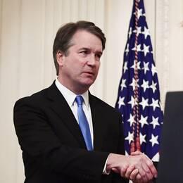 Högsta domstolen-domaren Brett Kavanaugh svors in under en ceremoni i Vita huset under måndagen, där USA:s president Donald Trump medverkade