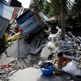 Utrikeskorrespondent Samir Abu Eid och en bild från Indonesien
