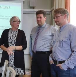 Monica Johansson (S), Mattias Claesson (C) och Jonas Lindeberg (Vfp) presenterade partiernas avsiktsförklaring.
