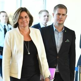Miljöpartiets spårkrör Isabella Lövin och Gustav Fridolin.