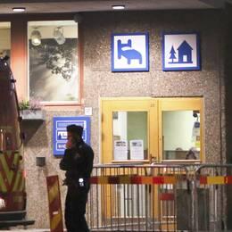 Polisen på plats vid vandrarhemmet i centrala Göteborg under torsdagskvällen