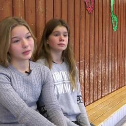 Henna och Eva-Alida Eliasson vill ha varmare badvatten