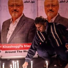 Människor tänder ljus för Khashoggi utanför det saudiska konsulatet i Istanbul