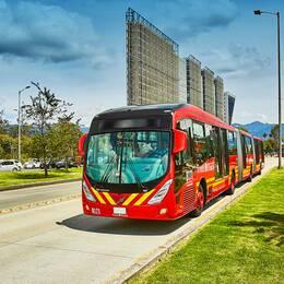 En bild på en buss
