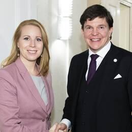 Talmannnen Andreas Norlén har gett Annie Lööf (C) i uppdrag att sondera förutsättningarna för en regering.