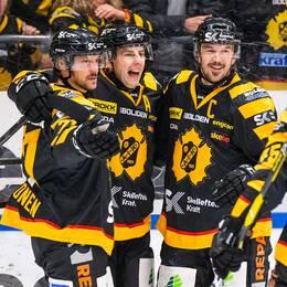 Skellefteås Juhamatti Aaltonen, Joakim Lindström, Jimmie Ericsson och Oscar Möller jublar.
