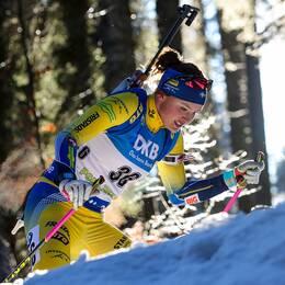 Linn Persson under lördagens skidskyttesprint.