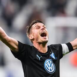 MFF-ikonen Markus Rosenberg skriker ut sin glädje.