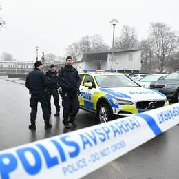 Polisen spärrade av ett stort område kring Hässleholms tekniska skola.