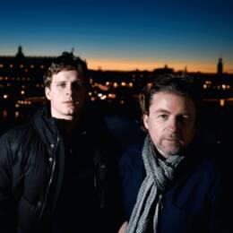 """Mikael Håfström (th) regisserar nya thrillerdramat """"Dirigenten"""", med Adam Pålsson i huvudrollen."""