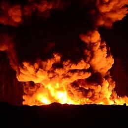 En kraftig brand rasar på avfallsanläggningen Häradsudden utanför Norrköping.