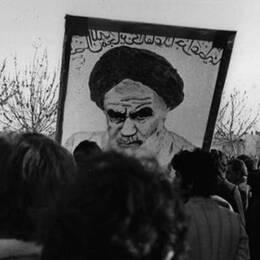 Maria Rashidi var med under iranska revolutionen – Tina Mehrafzoon lever med dess konsekvenser