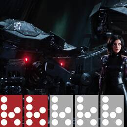 En kvinna i kort svart hår står framför två rymdskepp med röda, lysande lampor.
