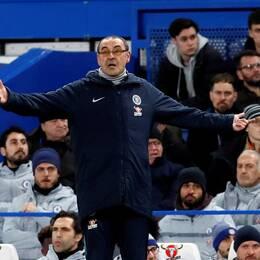 Chelseas tränare Maurizio Sarri får inte förstärka laget efter transferförbudet.