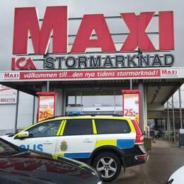 knivattack Ica maxi, mordförsök