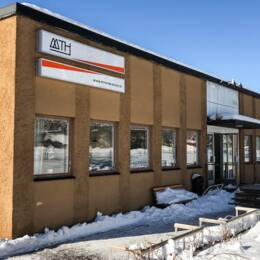 Skolbyggnad, vinterbild