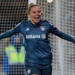 Inhopparen Fridolina Rolfö nätade efter bara en minut på planen i Bayern Münchens Champions League-kvartsfinal mot Slavia Prag.