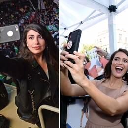 En turkisk kvinna tar en selfie under valnatten i landet i mars. Till höger tar skådespelarna Mandy Moore och Toby Huss selfies.