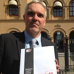 """Internetoperatören Bahnhofs vd John Karlung kallar utredningen om det svenska datalagringsdirektivet för ett """"beställningsjobb av Beatrice Ask""""."""