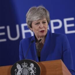 Storbritanniens premiärminister Theresa May talar på presskonferensen efter EU-toppmötet i Bryssel där EU godkände hennes begäran om att skjuta upp brexit.