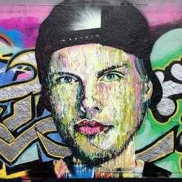 Tim Bergling, målad av konstnären Martin Monet på den lagliga graffittiväggen i Tantolunden.
