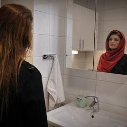 Elmira Ansari deltog i slöjprotesterna i Iran och är nu i Sverige och söker asyl.