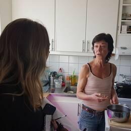 Angela De Cabo lånar en reporter under veckan