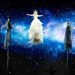 "Kate Miller-Heidke från Australien tävlar med ""Zero Gravity"" i Semifinal 1 i Eurovision 2019."