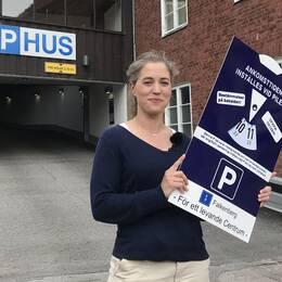 Georgia Ferris (KD) är ordförande i kultur-, fritids och tekniknämnden på Falkenbergs kommun. Hon är en av de som varit drivande i att gratis p-skiva ska börja användas i centrum.