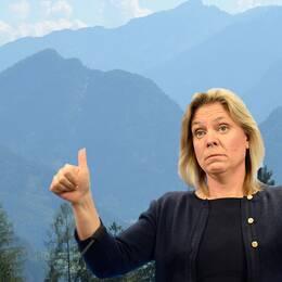 """Socialdemokraternas Magdalena Andersson (till höger i bild) ser Österrike som en modell för hur arbetslösheten ska minska bland svenska ungdomar. Moderaternas arbetsmarknadsminister, Elisabeth Svantesson, tycker att jämförelsen är fel. """"Siffrorna går inte att jämföra eftersom färre kvinnor är yrkesaktiva i Österrike"""", säger Svantesson."""