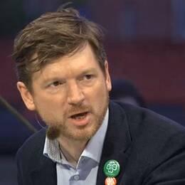 """Det blev en hetsig debatt. Vänsterns Ali Esbati sa att rut-avdrag fått rika att skaffa tjänstefolk – då ilsknade Centerpartiets Martin Ådahl till: """"Ta tillbaka det"""", skrek han."""
