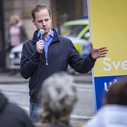 Gustav Kasselstrand från Alternativ för Sverige vid ett EU-valmöte i Helsingborg