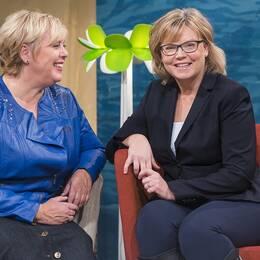 Suzanne Axell med husdoktorn Gunilla Hasselgren.