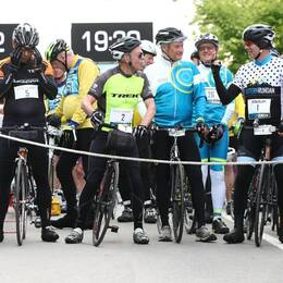 Cyklister redo för starten av Vätternrundan i Motala.