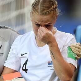 Nya Zeelands försvarare Catherine Bott gjorde illa sig tidigt i matchen mot Kanada.