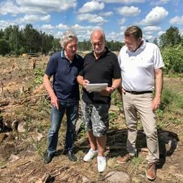Grannarna till ett planerat bygge i Växjö har överklagat detaljplanen till mark och miljödomstolen. Trots det påbörjade Skanska avverkning av skogen.