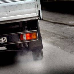 Avgasrör på liten lastbil.