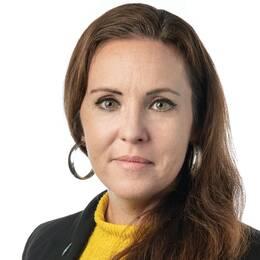 Svenska Afghanistankommittén har tvingats stänga flera kliniker i provinsen Wardak, Afghanistan. Sverigechefen Anna Ek ser allvarligt på det.