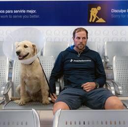 Hunden Arthur och Mikael Lindnord