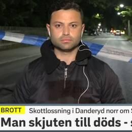 SVT:s reporter Mohaman Said på plats vid brottsplatsen i Danderyd